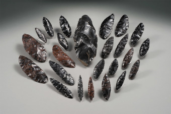 These stone tools unearthed from the Shirataki Sites had been produced using microblade technology.