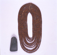 Amber necklace unearthed from the Takisato-Yasui Site