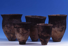 Kohoku-type pottery and Ebetsu-type (Ebetsubuto-type) pottery unearthed from the Ebetsubuto Site