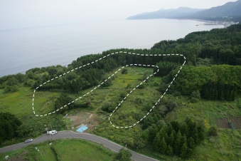 Full view of an earthwork mound at the Kakinoshima Site
