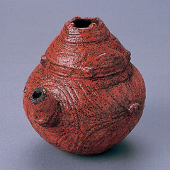 Lacquered spouted vessel unearthed at the Kakinoshima Site