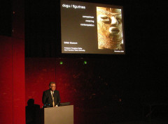 Non-Japanese researcher giving a presentation on Kakku at the British Museum